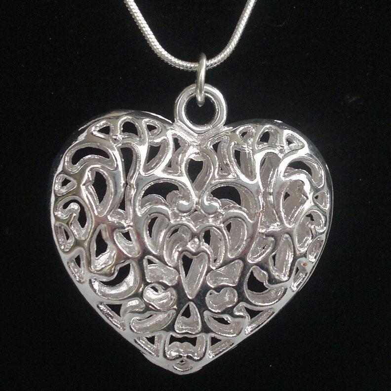Bižuterní srdce 35 x 36 mm, barva stříbrná na stříbrném (925) řetízku Kkoralky.cz stříbrná