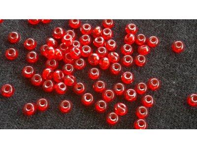Velkodírkové, mačkané korálky 4 mm - červené