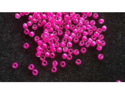 Velkodírkové, mačkané korálky 3 mm - růžový průtah