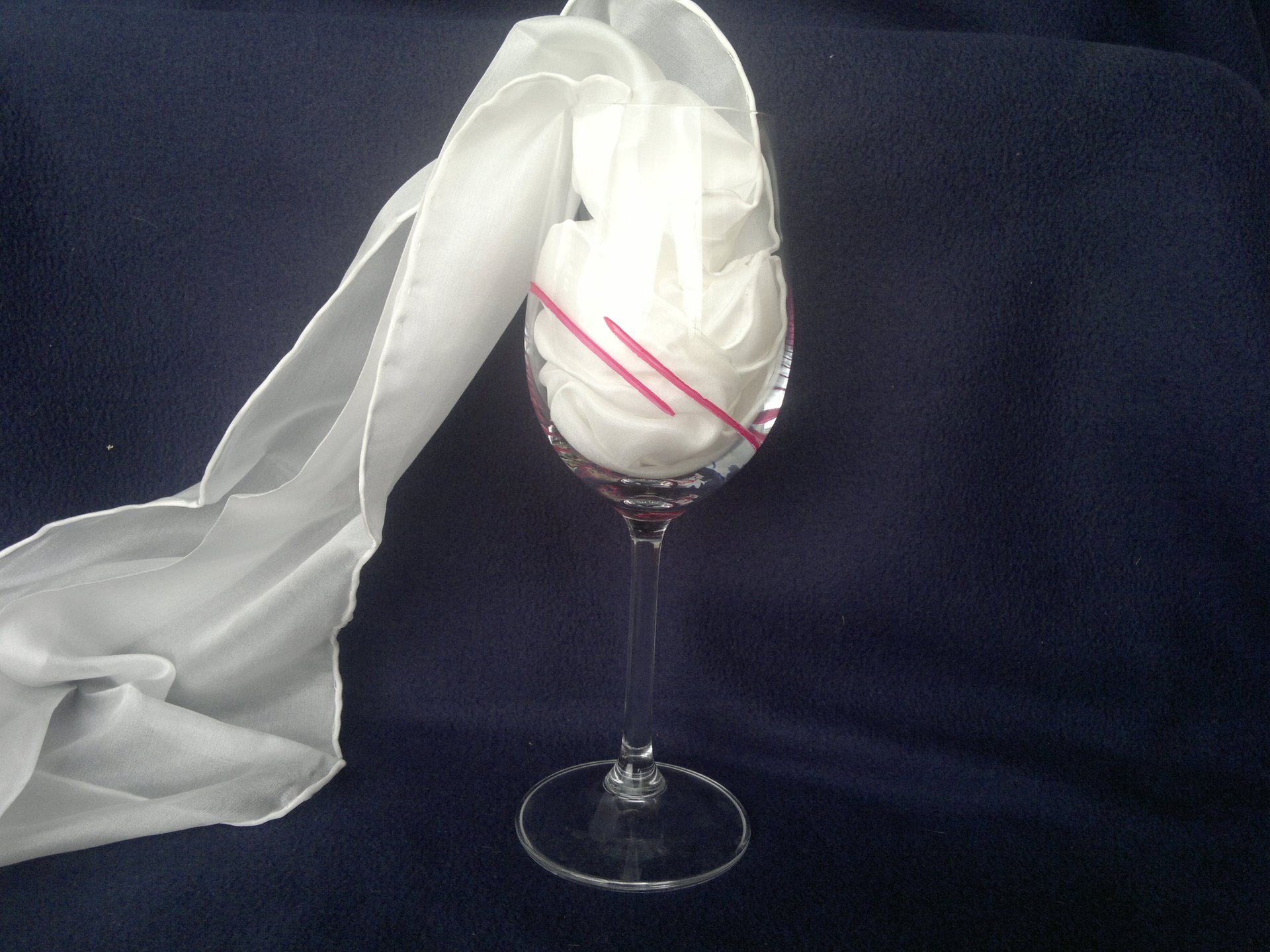 Ručně broušená a malovaná sklenice - růžová