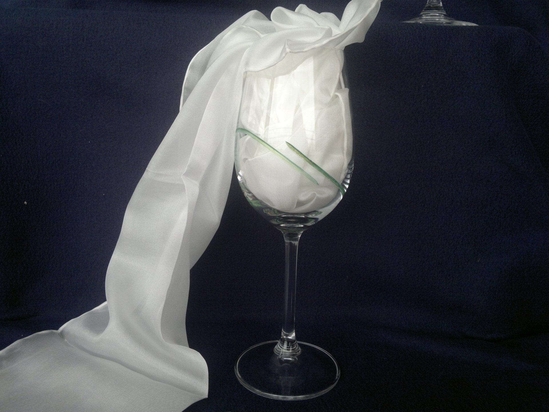 Ručně broušená a malovaná sklenice - zelená perleť