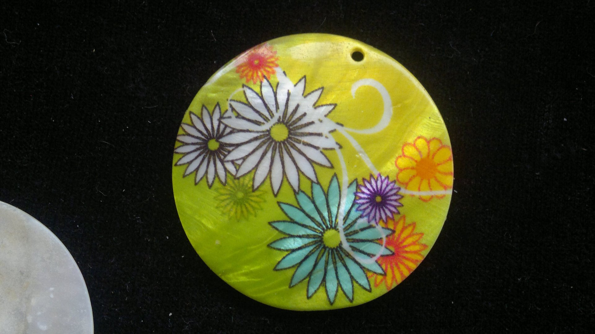 Silná perleť 50 mm - motiv 7 50 mm 1,5 mm perleť zelená/bílá/fialová/oranžová