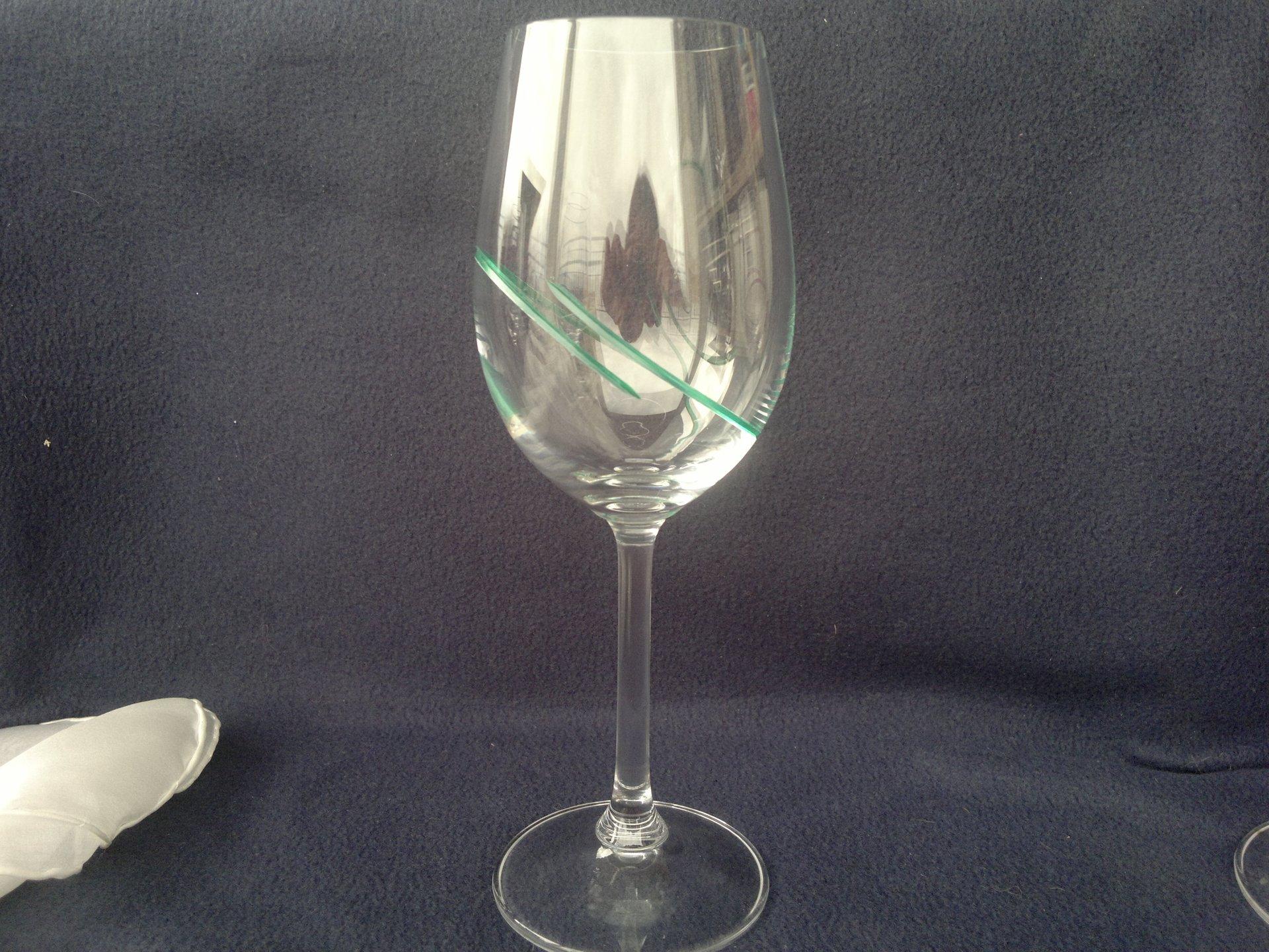 Ručně broušená a malovaná sklenice - zelená