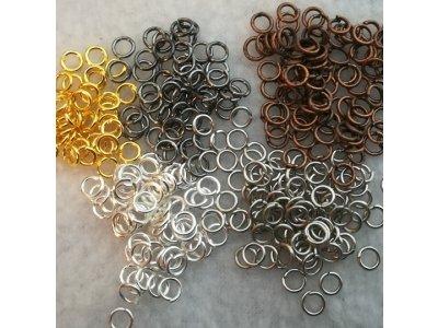 Spojovací kroužky 4mm silné 0,7mm, více barev