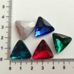 Trojúhelník 18x18, broušené sklo, více barev
