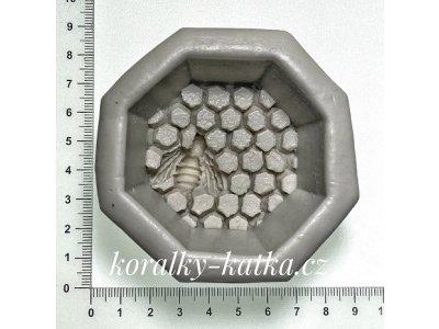 Potravinářská forma voštinová včela